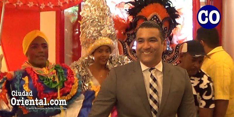 Photo of Luis Alberto Tejeda se gana el alma de los carnavaleros de SDE + Vídeos