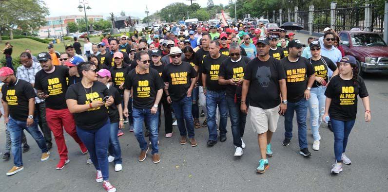 """Photo of Amado Díaz y """"El Torito"""" encabezan marcha contra cobros reinscripción en colegios y universidades"""