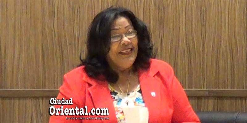 Photo of La Presidente del Concejo de Regidores dice que las mujeres tienen poco que agradecer a los hombres