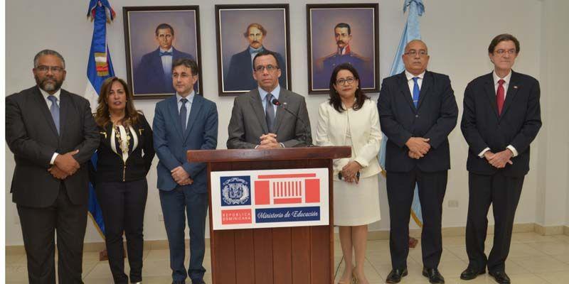 Photo of Andrés Navarro designa 18 Directores Regionales con altos méritos profesionales