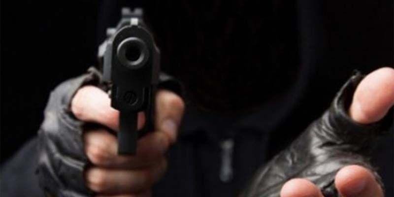 Photo of Pistoleros asaltan pareja de esposos tras salir de un banco comercial en La Sirena de la Charles