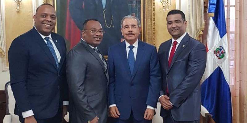 Photo of Sorpresiva reunión de Luis Alberto, Luis Henríquez y Francis Gas con Danilo Medina