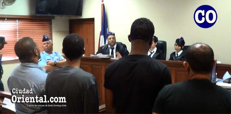 Photo of Tribunal distribuye 95 años de prisión a cuatro hombres por asesinato