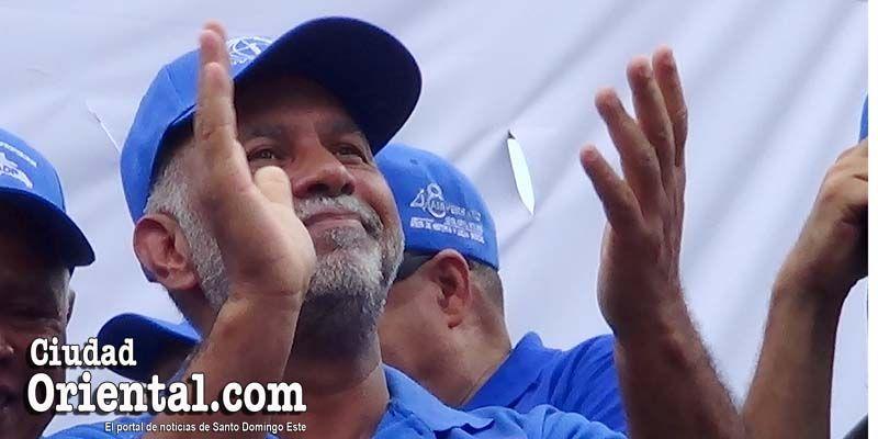 """Photo of Lo que """"esconde"""" el líder de los maestros dominicanos detrás de esa sonrisa"""