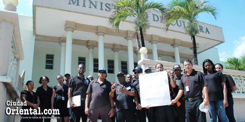 Empleados del Faro a Colón ante el Ministerio de Cultura
