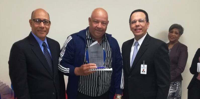 Photo of PROMESE/CAL reconoce 25 empleados destacados