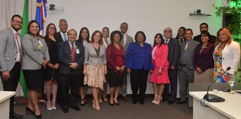 Participantes del panel en el que se dio a conocer la Cultura de Juridicidad en SeNaSa.