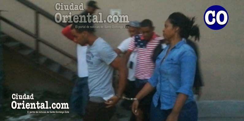 Photo of Imponen prisión a tres hombres y una mujer acusados de asaltar en Los Mina