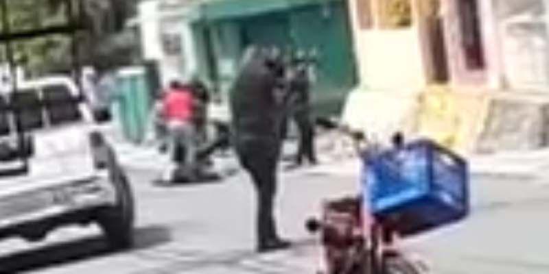 Photo of Circula en la red primer video del tiroteo mortal entre policías y presuntos atracadores