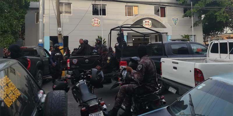 Photo of Concentran fuerzas policiales de elite en Los Mina tras tiroteo