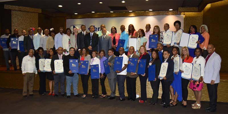 Photo of ADP premia maestros ganadores Concurso Investigación Educativa