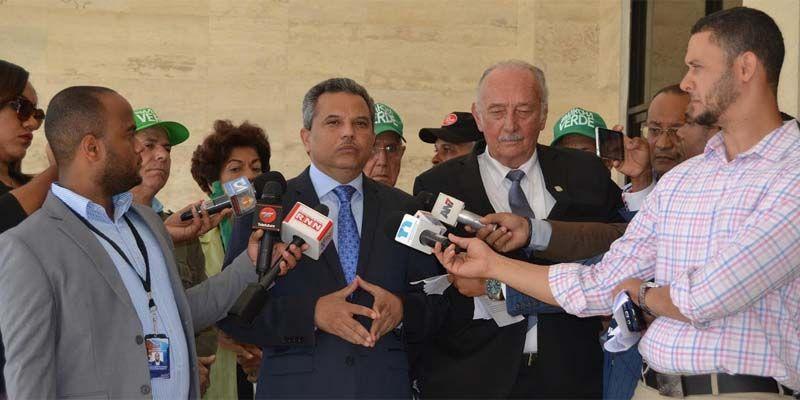 Photo of Diputados Fidelio Despradel y Fidel Santana someten propuesta de juicio político contra  Danilo Medina