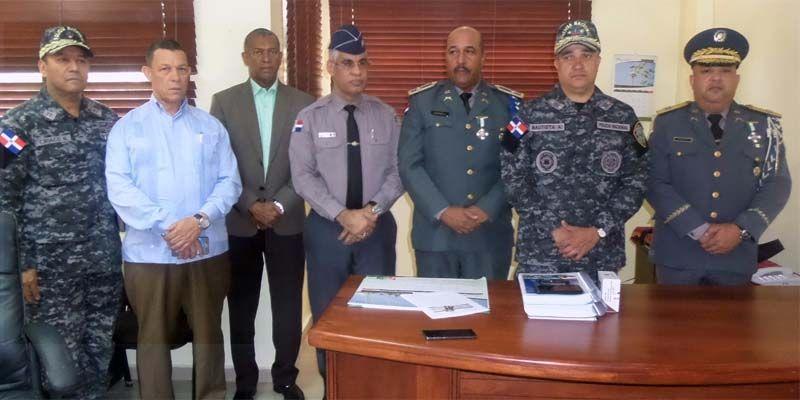 Photo of Director PN posesiona al general Suardi al frente de la Dirección Regional Sato Domingo Oriental