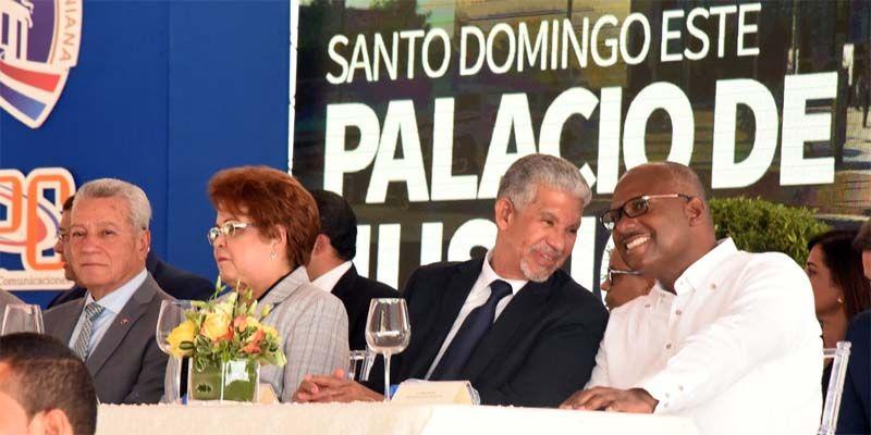 Photo of El Gobernador Juan Frías participa en Primer Picazo del Palacio de Justicia