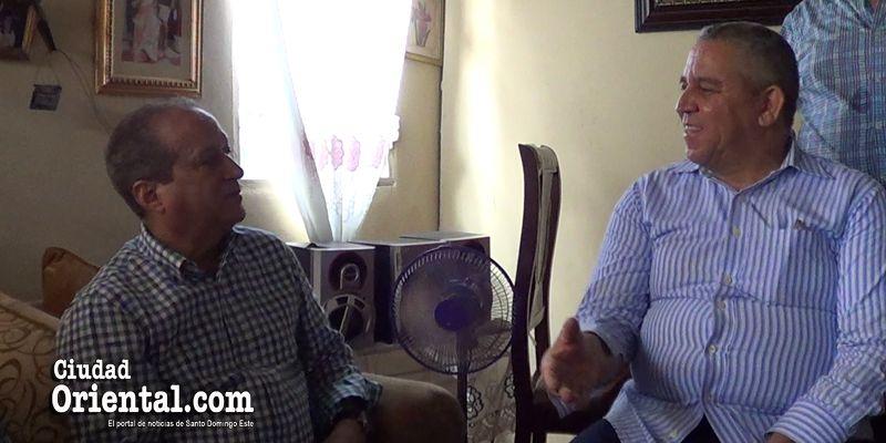 Photo of Lo que Winston Báez le dijo a Reinaldo Pared cuando este le visitó en el barrio Puerto Rico + Vídeo