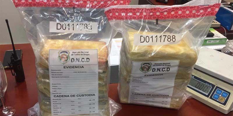 Photo of Detenida una mujer en el AILA mujer llevaba a Francia 10 kilos de cocaína