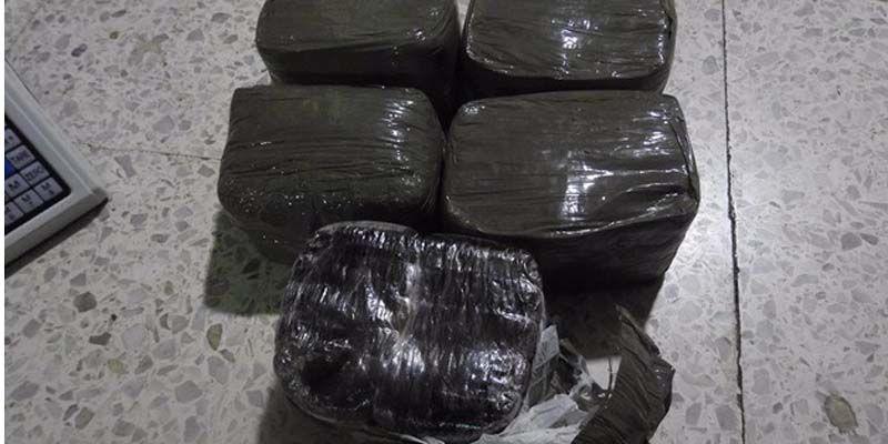 Photo of DNCD se incauta de cinco kilos de hachís en Alma Rosa II