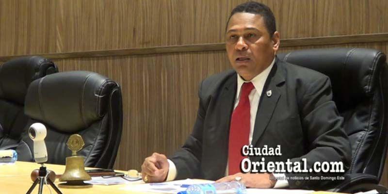 """Photo of Luis Flores: el viaje a Bávaro lo organiza """"el Concejo de Regidores con toda sus consecuencias"""""""