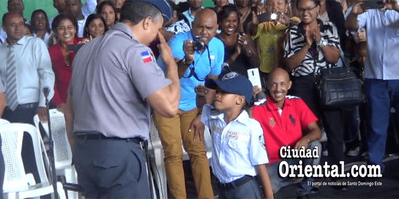 """Photo of El """"error"""" que cometió el Director General de la PN ante esta Policía Juvenil de siete años"""