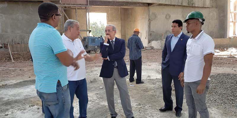 Photo of Danilo Medina va al Santuario Santo Cristo de los Milagros, en Bayaguana; supervisa obra