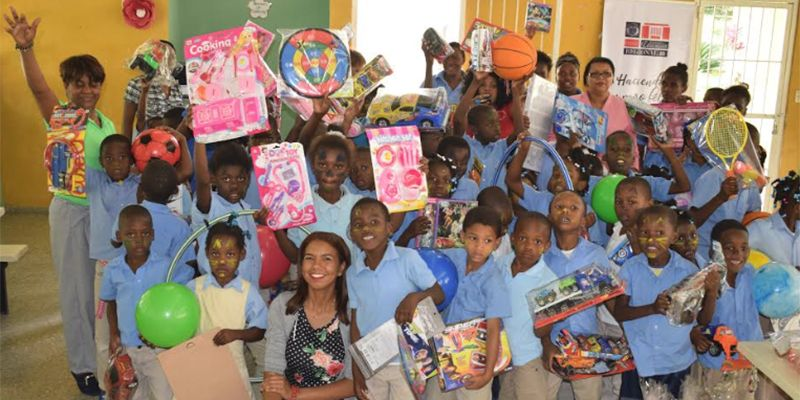 Photo of Entregan Juguetes a Niños en Escuela de Comunidad de Guerra