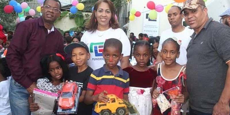 Photo of Sobeyda Sánchez entrega cientos de juguetes a niños de Brisas del Este en SDE