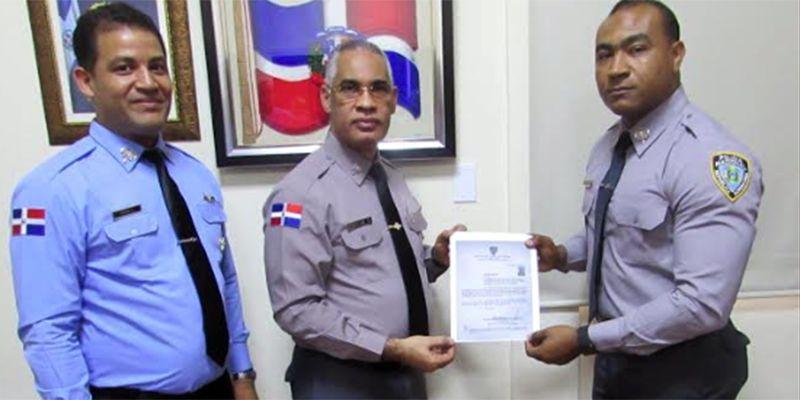 Photo of Designan y posesionan nuevo director de la Policía Escolar