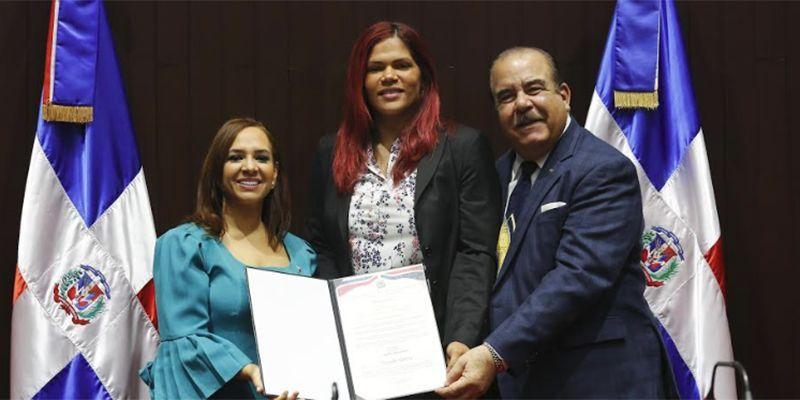 Photo of Karen Ricardo reconoce a más de 60 jóvenes de Santo Domingo Este