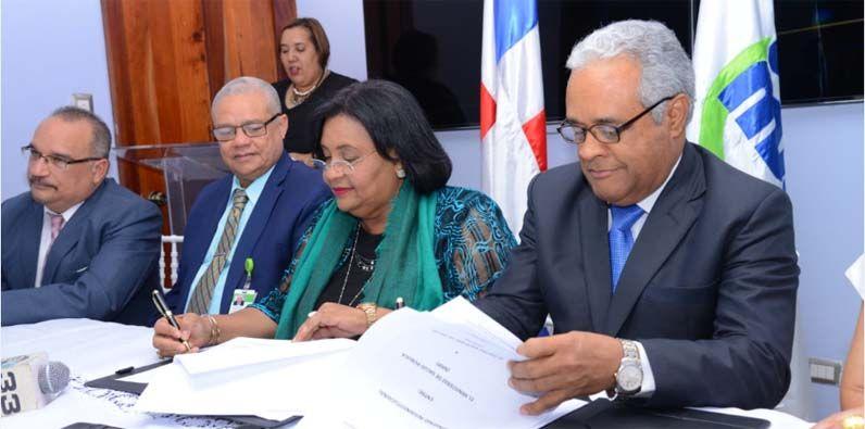 Photo of SeNaSa firma acuerdo con Ministerio de Salud para garantizar a los afiliados continuidad de tratamiento de Alto Costo