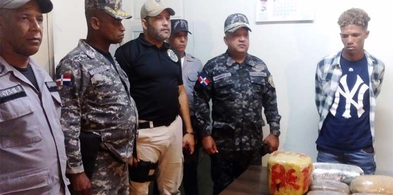 Photo of Decomisan varios paquetes de drogas en operativo dirigido por general Suardi Correa