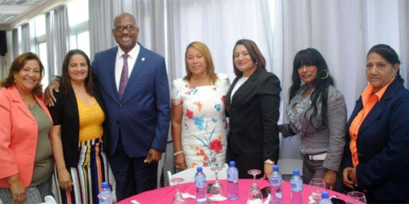 Photo of Alcalde de SDE agasaja mujeres destacadas con motivo del Día Internacional de la Mujer