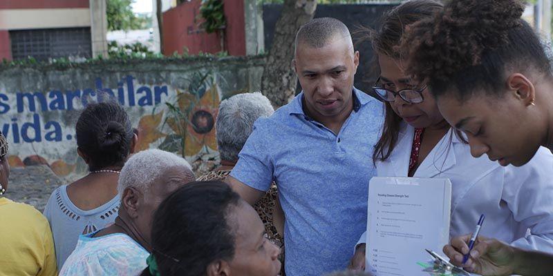 Photo of Joselito Echavarría encabeza operativo social de donación de lentes en Villa Duarte