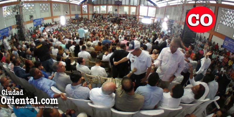 Photo of Manuel Jiménez recibido a casa llena en el PRM; se fracciona el H20 + Vídeo