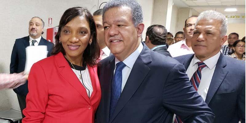 Photo of Norinda Castillo en busca de una diputación abrazada del leonelismo en SDE