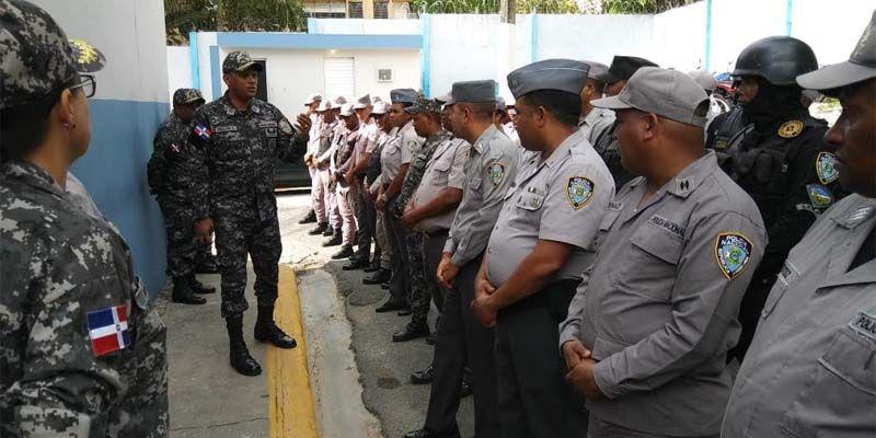Photo of Coronel Grullón Collado garantiza seguridad en Ciudad Juan Bosch y zonas aledañas