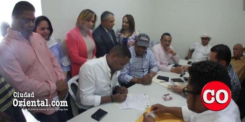 """Photo of Primeras declaraciones de """"El Boli"""" tras inscribir su pre candidatura a diputado por el PLD en la Circ. 3 de SDE + Vídeo"""