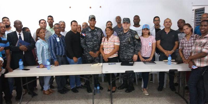 Photo of Comunitarios de Invivienda se comprometen a trabajar junto a PN a favor de la seguridad