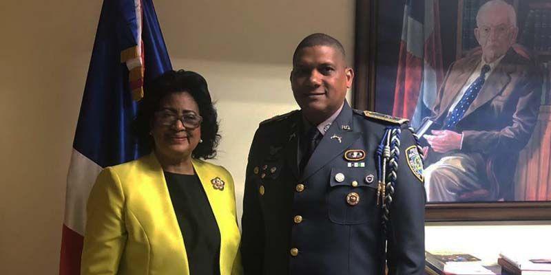 Photo of Senadora Cristina Lizardo resalta trabajo de comandante PN en SDE