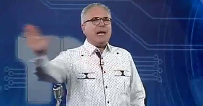 """Photo of Roberto Cavada arremete contra los """"envidiosos"""" y quienes escriben con """"faltas ortográficas""""; pone su cargo a disposición dueños de Telesistema"""