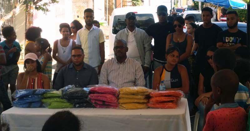 Photo of Alcalde Alfredo Martínez entrega mochilas y útiles escolares