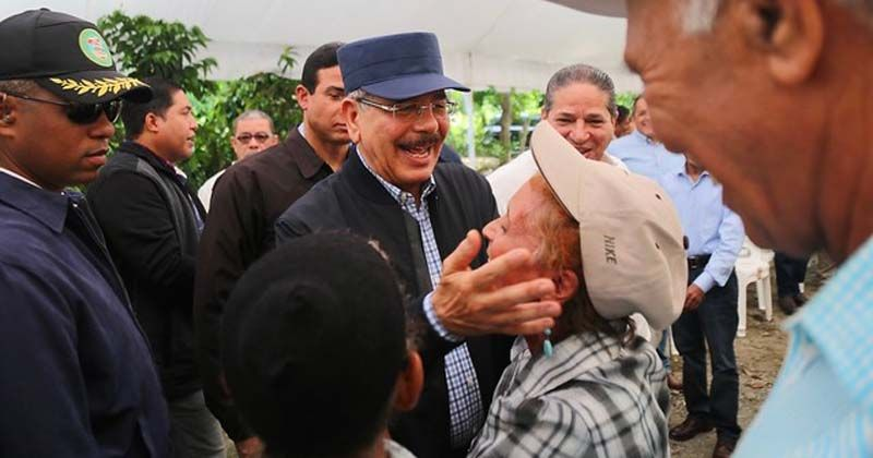 Photo of San José de Ocoa: Visita Sorpresa integra a caficultores a reforestación. Ministro Agricultura de Honduras acompaña a Danilo Medina