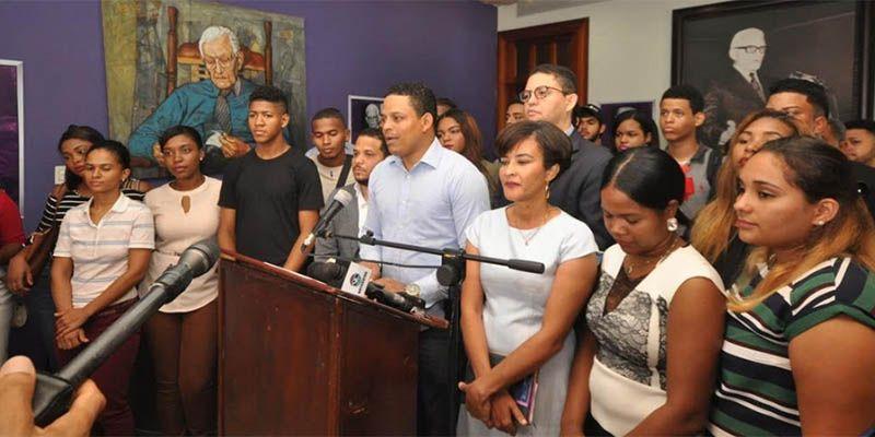 Photo of Universitarios Respaldan Candidatura a la Presidencia de Reinaldo Pared Pérez