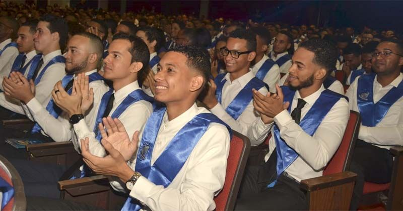 Photo of ITLA gradúa 379 nuevos profesionales tecnológicos