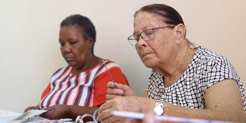 Photo of Adultos mayores aprenden a usar las redes sociales en centro de atención de Ciudad Juan Bosch