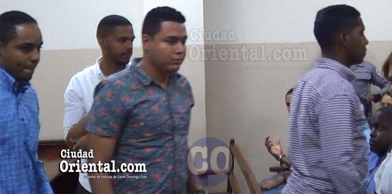 Photo of Dictan absolución a cuatro hombres imputaban violar sexualmente ciudadana española