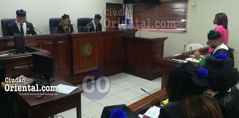 Photo of Condenada a 30 años de prisión madre lanzó agua caliente a su hija de 11 en Los Guaricanos