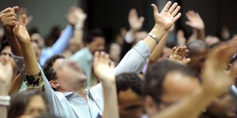 Photo of Grupos evangélicos son la nueva arma de EEUU para los golpes de estados en América latina: Enrique Dussel