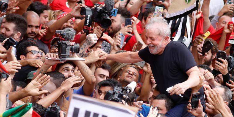 Lula en su primer baño de pueblo tras salir de prisión
