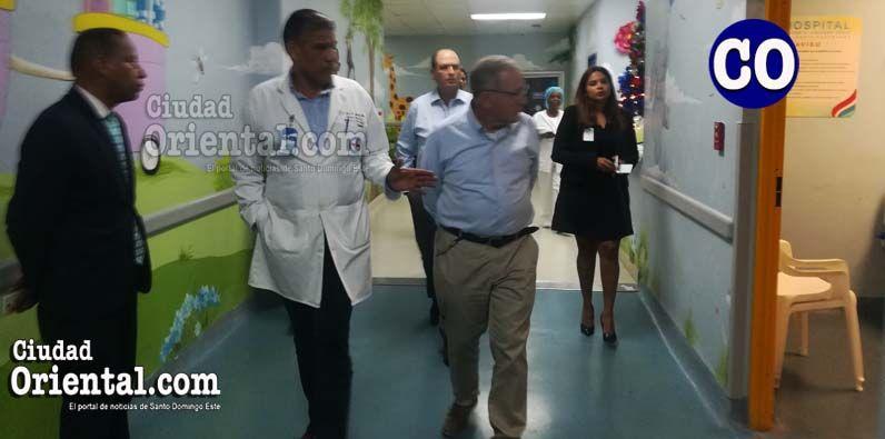 El embajador Biran Bayor, doctor José Gabriel Aponte Pons y el profesor Elhanan Bar-On. observa Darío Mañón.