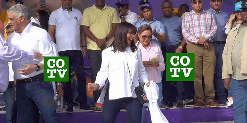 Photo of Angelita, la esposa del canciller Miguel Vargas, bailando dembow en tarima + Vídeo